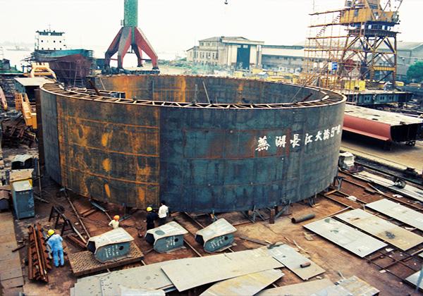 为芜湖长江大桥生产的围堰...