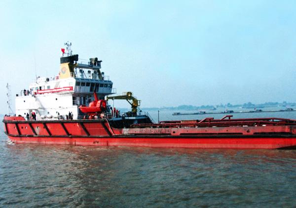 5000马力多用途破冰工作船...