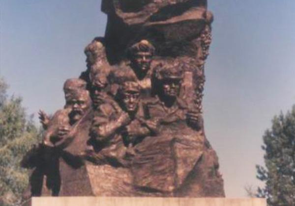 新疆石河子市城雕——西部丰碑...